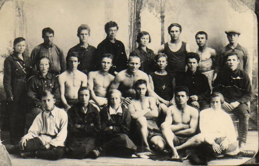 Первые комсомольцы Слободы на 1 областных  соревнованиях физкультурников. 1928 г