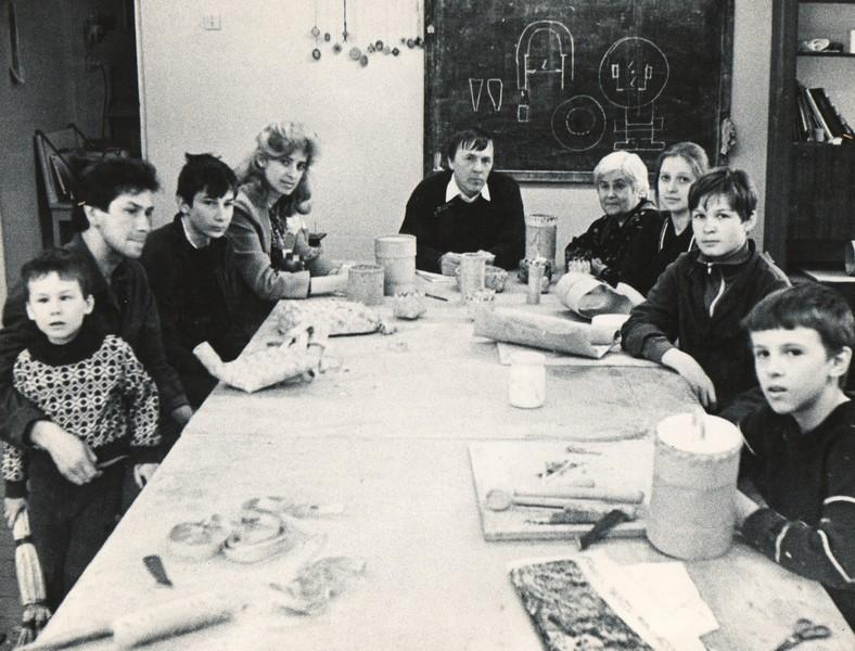 М.С.Кочев с учениками в эжвинской детской художественной школе