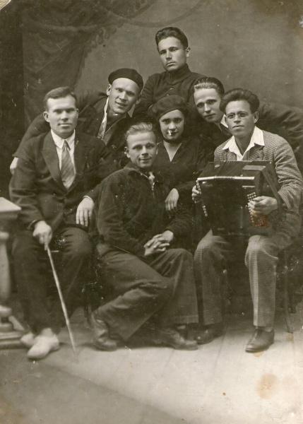 Бригада студентов 3 курса коми студии театрального училища г.Ленинграда 1934г